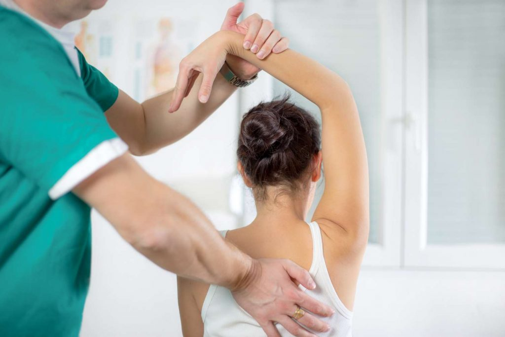 Chiropractic Treatment | picture of woman receiving chiropractic care